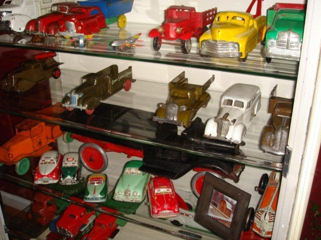 Gary Brooks Estate Auction-Toys, collectables, and More - 10816.jpg