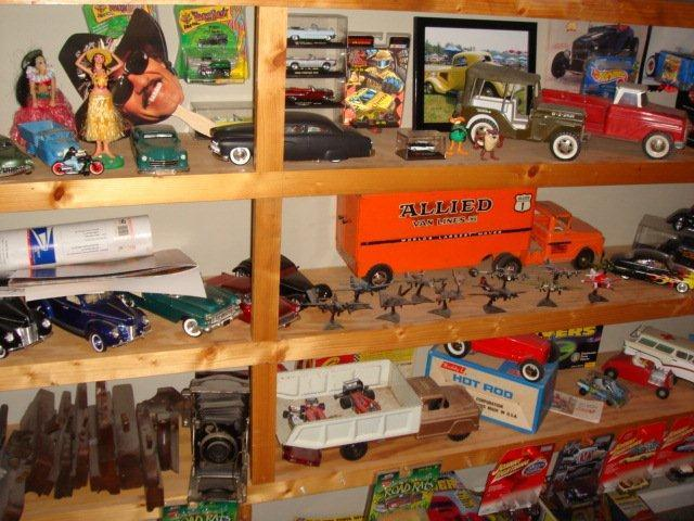 Gary Brooks Estate Auction-Toys, collectables, and More - 10828.jpg