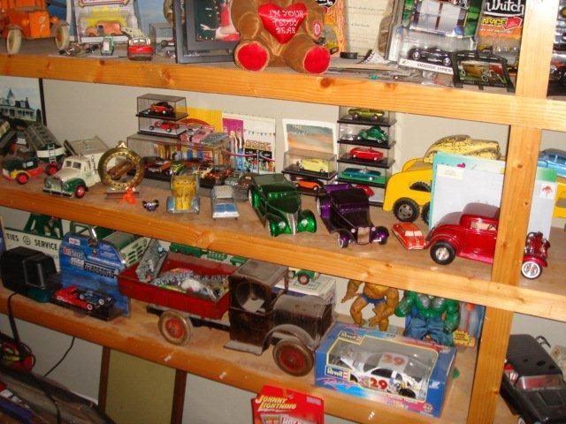 Gary Brooks Estate Auction-Toys, collectables, and More - 10834.jpg