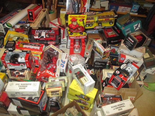 John Cole Estate Auction-Tools. Knives, Toys, Trains, Guns and More Elizabethton - IMG_2583.JPG