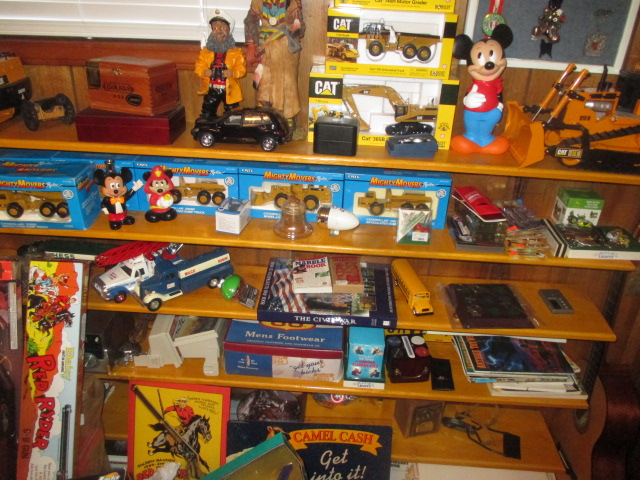 John Cole Estate Auction-Tools. Knives, Toys, Trains, Guns and More Elizabethton - IMG_2585.JPG