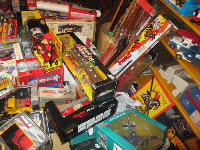 John Cole Estate Auction-Tools. Knives, Toys, Trains, Guns and More Elizabethton - IMG_2587.JPG