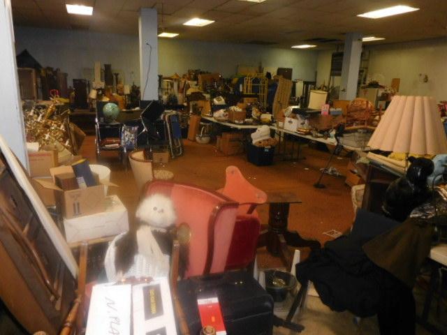 Labor Day Monday Estates- Dont Miss this auction- Unbelievable  - DSCN0694.JPG