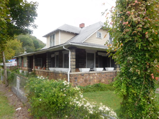 Collinsworth Estate Big Stone Gap Va. - DSCN1038.JPG