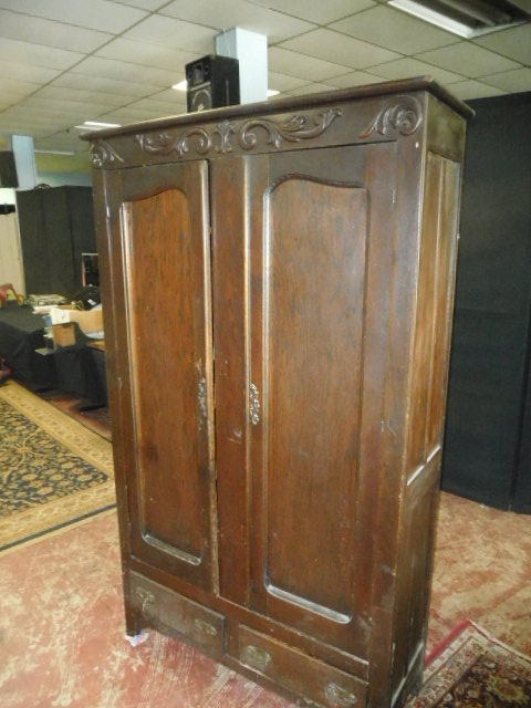 Estate Auction with some cool items - DSCN1899.JPG