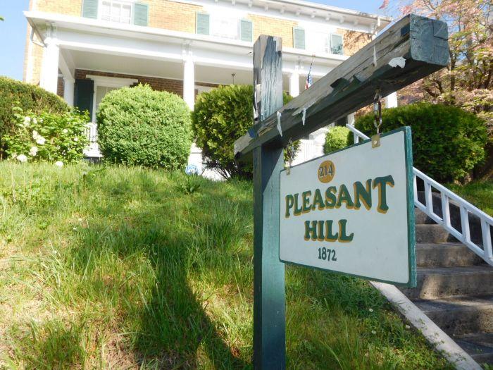 Pleasant Hill Bristol Va. and its Contents - DSCN2699.JPG