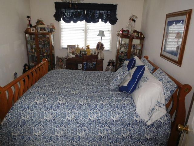Bob Settle Estate and Regina Settle Living Estate Auction - DSCN5556.JPG
