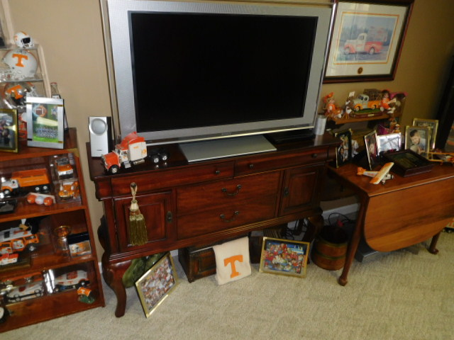 Bob Settle Estate and Regina Settle Living Estate Auction - DSCN5581.JPG