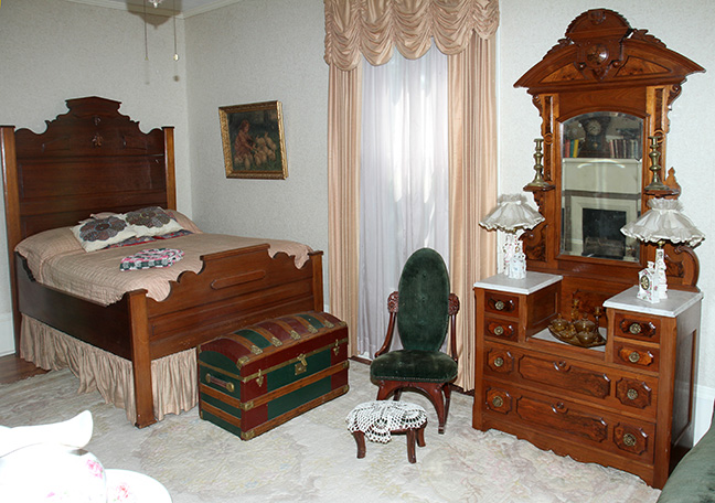 Historic Robins Roost American Queen Anne House, Antiques, Contents The Etta Mae Love Estate - JP_5363.jpg