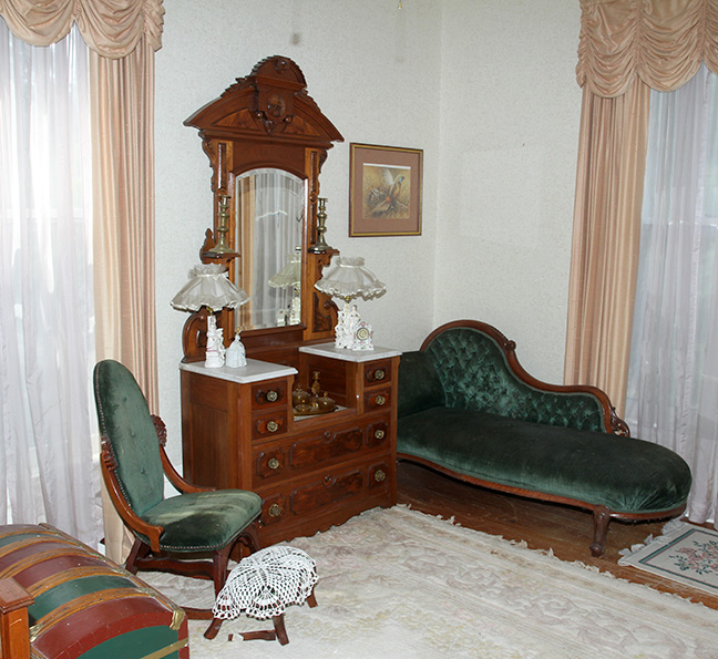 Historic Robins Roost American Queen Anne House, Antiques, Contents The Etta Mae Love Estate - JP_5364.jpg