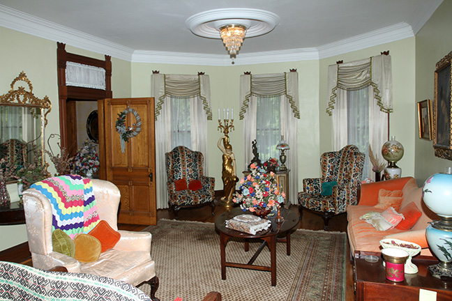 Historic Robins Roost American Queen Anne House, Antiques, Contents The Etta Mae Love Estate - JP_5402.jpg