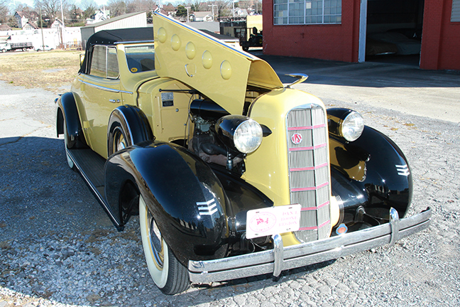 David Berry Estate Auction New Years Day-1935 LaSalle, 1936 Ford, Mascots, Antique Pharmacy items and more - 6117.jpg